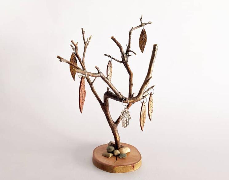 Najaf startups - Woodpecker carved tree